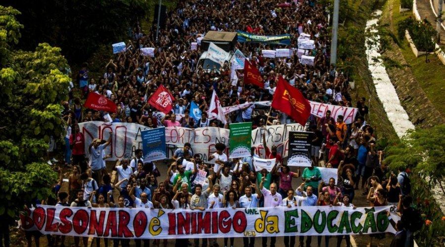 [Educação perde quase R$ 1 bilhão com reforma]